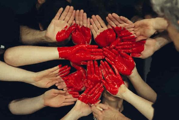 equipo de trabajo mejorando sus relaciones personales