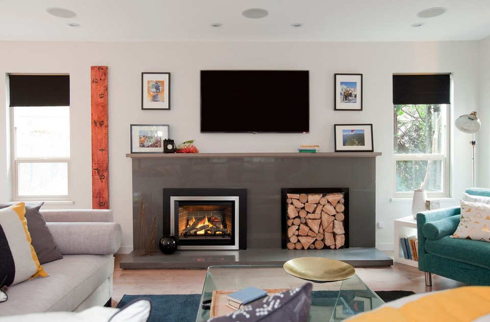 This image has an empty alt attribute; its file name is Logs-Red-Brick-Liner-Edgemont-Front-in-Brushed-Nickel-3-Sided-Trim-Kit-in-Black-XL.jpg