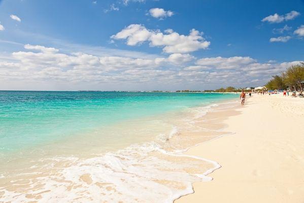 Seven Mile Beach en Gran Caimán