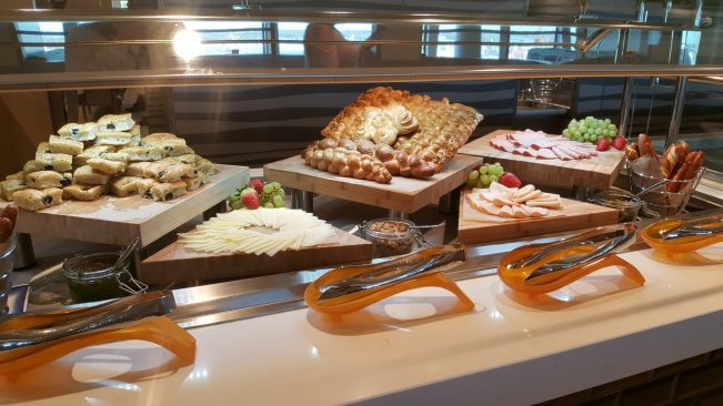 Desayuno buffet Norwegian Bliss