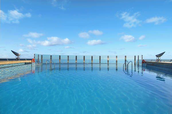 piscina grande MSC Divina