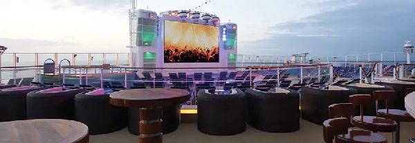 NCL getaway bar al aire libre