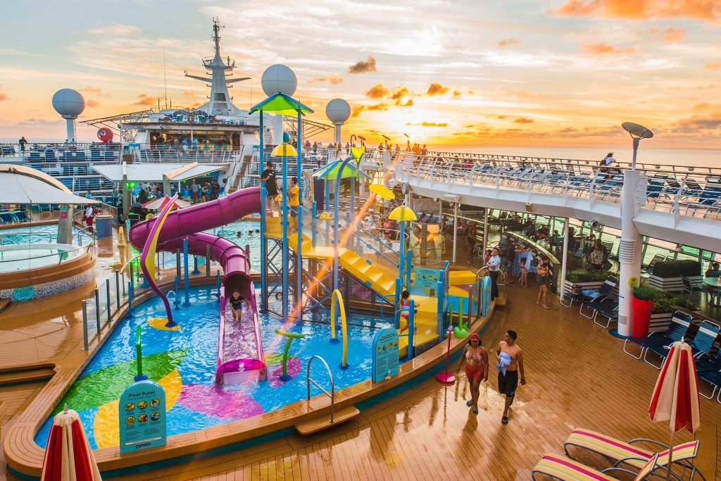 Piscina y solarium Adventur of the Seas