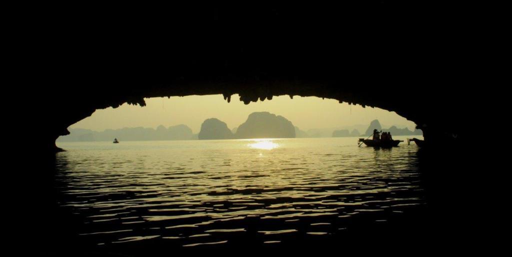 Fim de tarde na Baía de Halong, Vietnã
