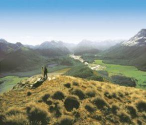 Cópia de Mt Alfred 300x256 - Quer viajar para o exterior com dólar alto? Conheça os 5 melhores destinos