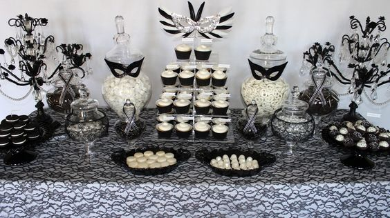 black and white masquerade party decoration idea