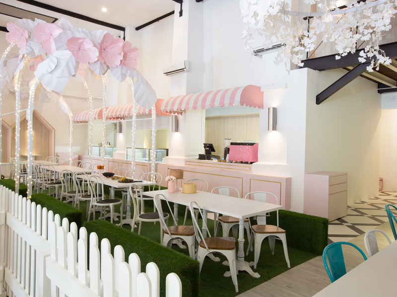 Baby-shower-parties-venuerific-blog-little-house-of-dreams-pink-flowers