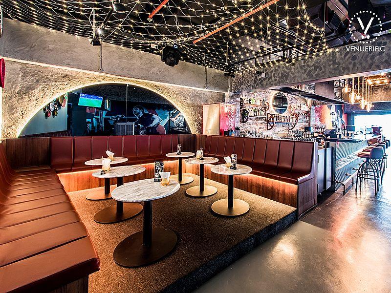 popular bistro bar in clarke quay