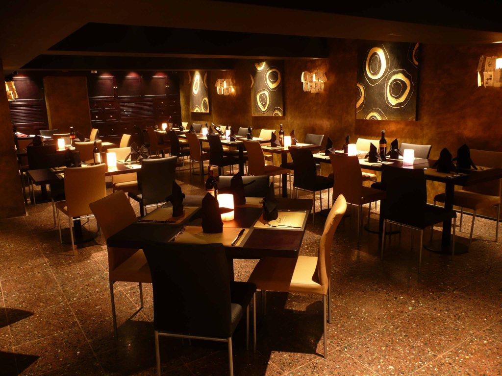 warm ambience of front page wine and dine bar
