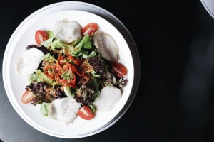 Lunch-deals-venuerific-blog-avec-moi-salad