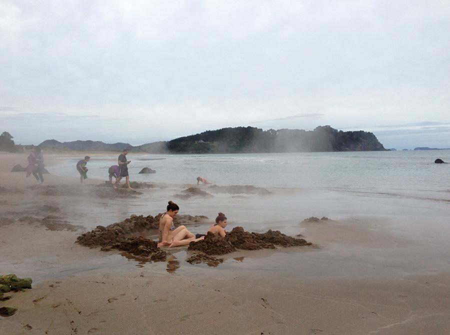strangest-beaches-venuerific-blog-hotwater-beach-tourist