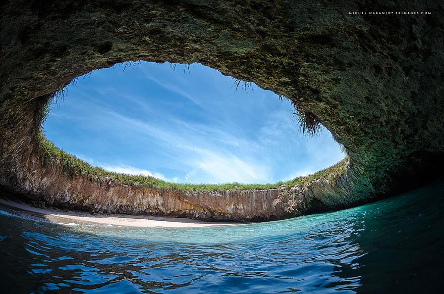 strangest-beaches-venuerific-blog-hidden-beach-in-marieta
