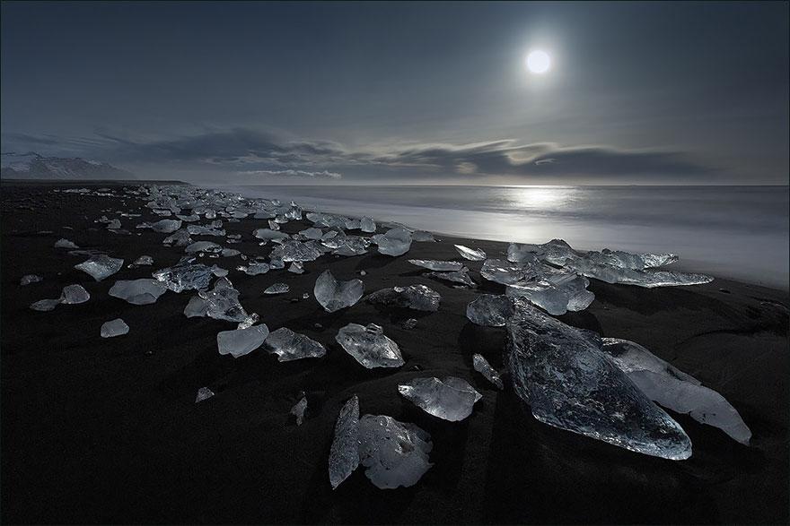 strangest-beaches-venuerific-blog-jokulsarlon-iceland