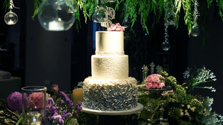 wedding-venue-jakarta-venuerific-blog-residence-on-five-wedding-cake