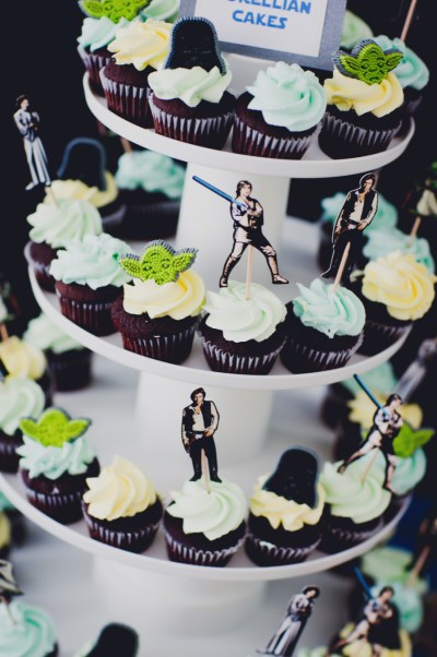 baby-shower-themes-venuerific-blog-star-wars-theme-cupcakes