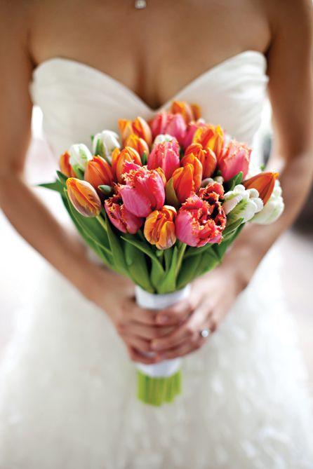 Perfect-wedding-flower-venuerific-blog-little-miss-sunshine-dutch-tulips-bouquet