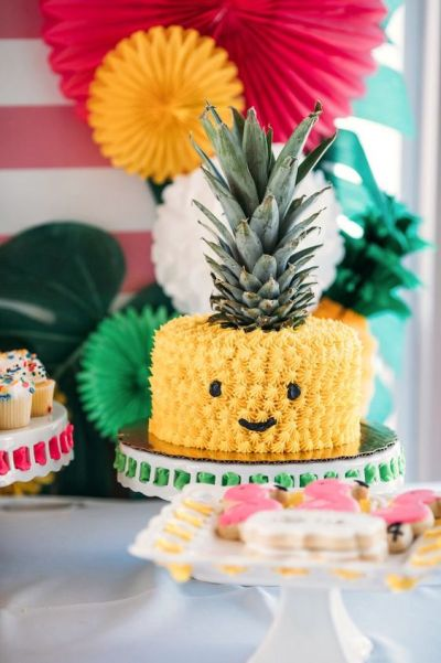 Cute pineapple cake for chic baby shower party