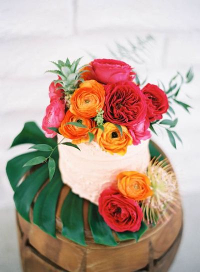 Pretty flower cake for summer baby shower party
