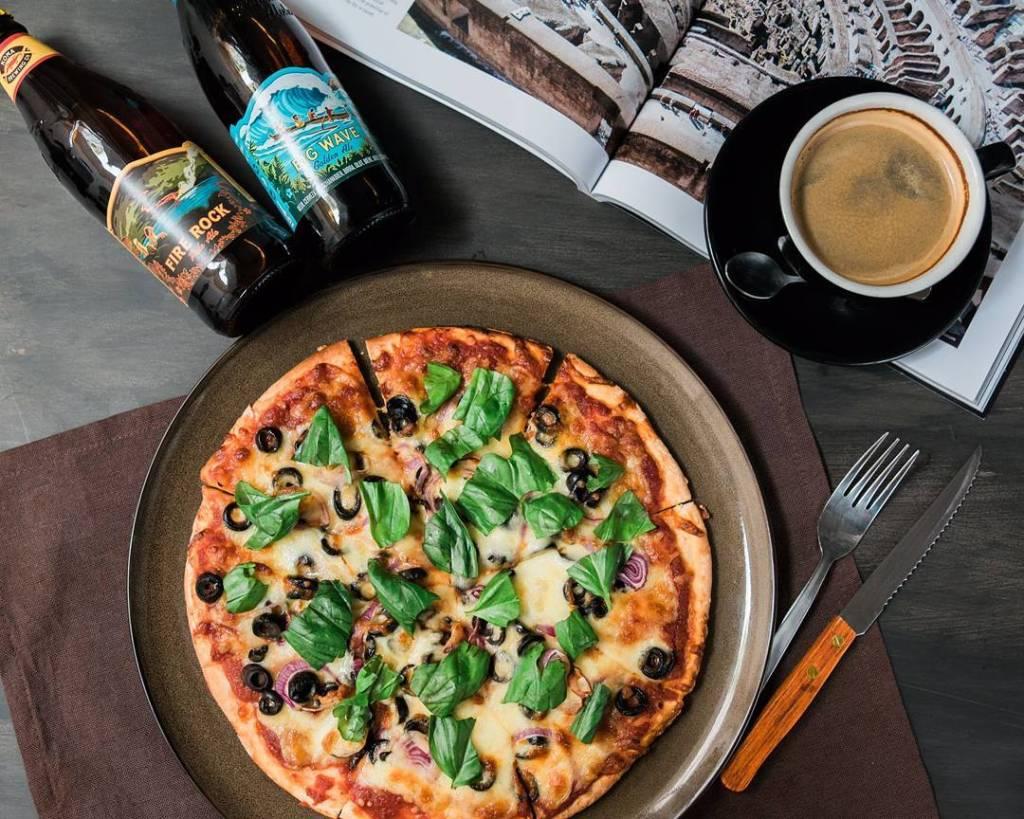 successful-networking-night-venuerific-singapore-hopheads-pizza