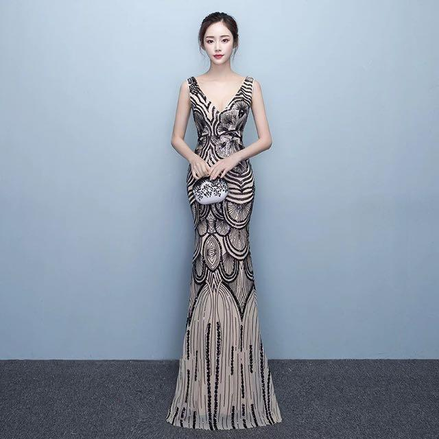 Dress-code-venuerific-blog-formal-ladies-glamorous-dress-without-sleeves