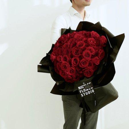 venuerific-nicole-flower-singapore-red-roses
