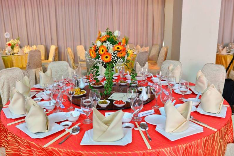 red round table setting for private dinner