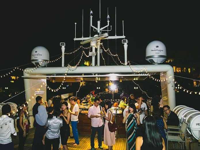 night party ambience in yacht singapore