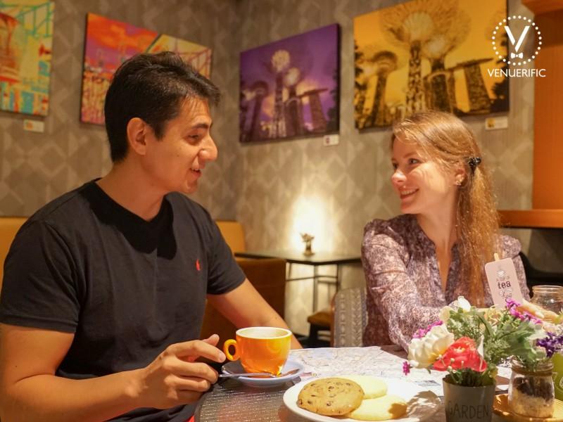 romantic couple have buffet breakfast hotel jen tanglin