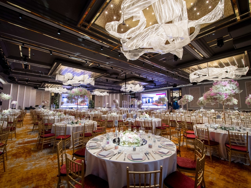 wedding ballroom that can fit more than 1000 people