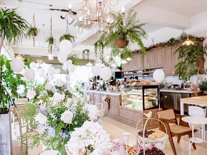 beautiful floral arrangments at Cafe De Nicole Flower