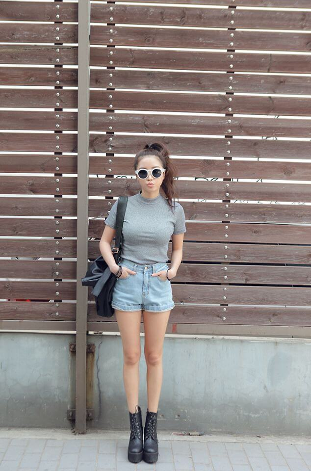 lady dressed in grey shirt and shorts