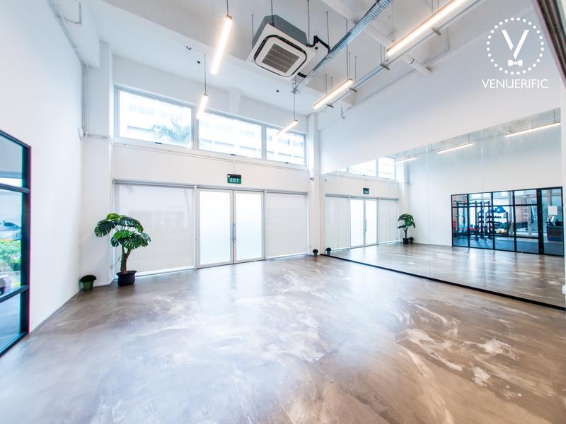 Studio with hardwood floor and mirrors
