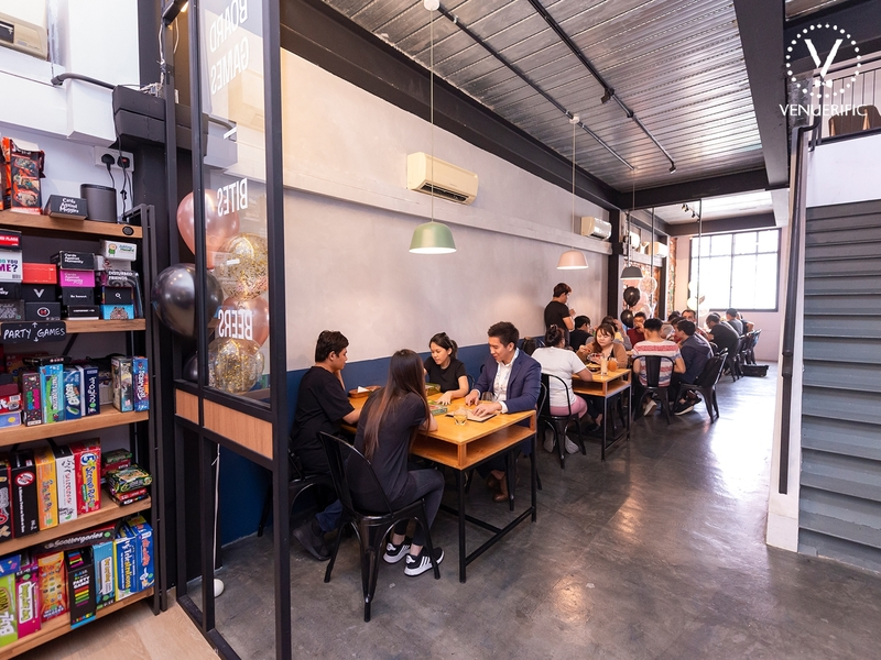 King and The Pawn board game cafe