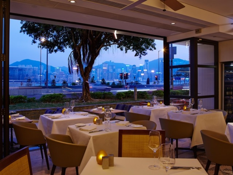 al fresco style restaurant with view of harbour