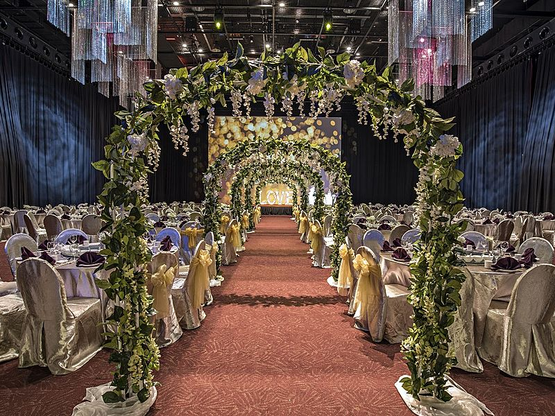 floral arches lined up in a wedding hall