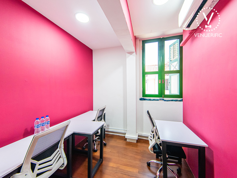 Bright room with desks for small private discussions or private co-working