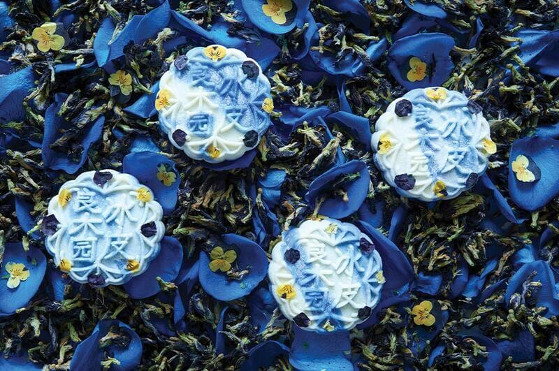 blue pea mooncake