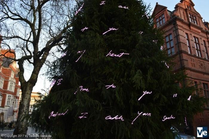 Трэйси Эмин: рождественская елка в квартале Мейфэйр