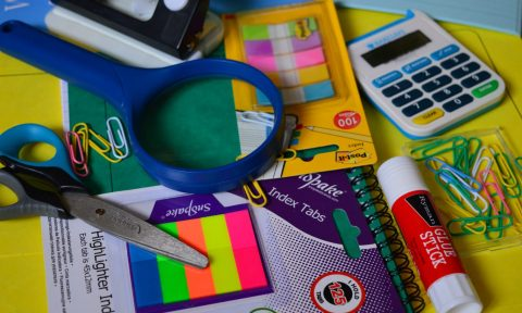 Канцтовары в английской традиции: stationery versus stationary
