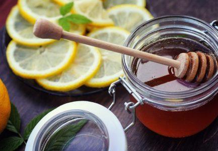 Studien: Ein Glas Honigwasser beugt vielen Krankheiten vor und hilft sogar beim Abnehmen
