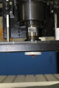 Side view of router head and cutting tool