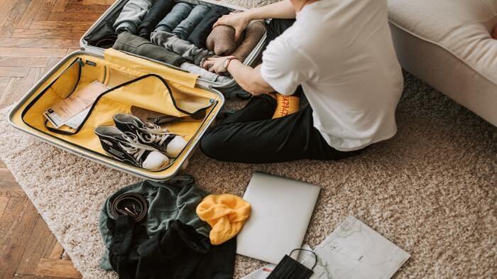 como empacar mi maleta de avion