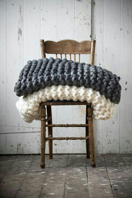 Very coarse knitted woollen plaids - via Cocoonhelden