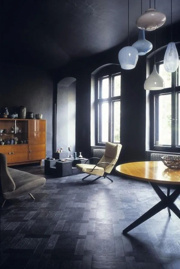 Wow, an all black interior, walls, ceiling, do you dare - via Pinterest