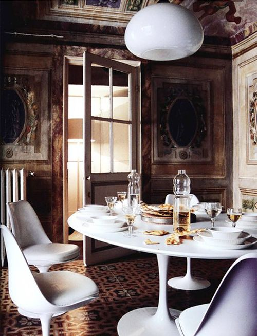 The Tulip chairs and table by Eero Saarinen in a highly ornamented renaissance room - via Paloma81