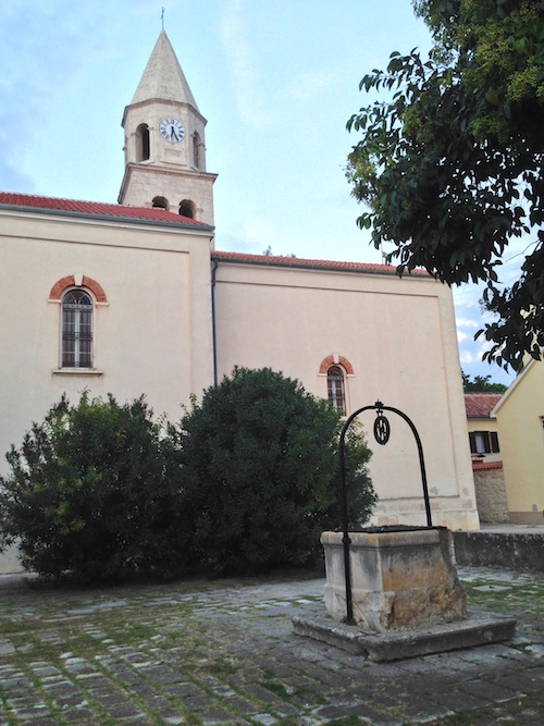 Church of St. Anastasia, with a geocache on the yard.