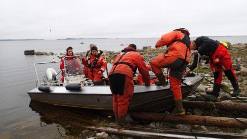 Sometimes the boats resembled clown cars. (Photo: Metsähallitus / Essi Keskinen)