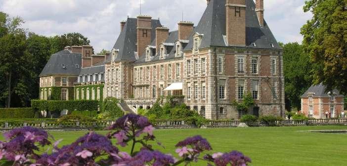 Vue du chateau de Chamarande dans l'Essonne.