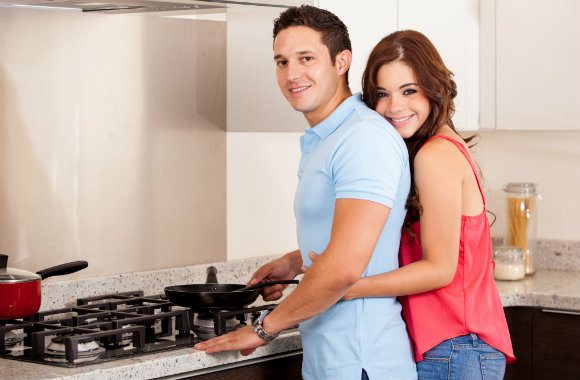 man-cooking-dinner-for-girl-rsz-dp