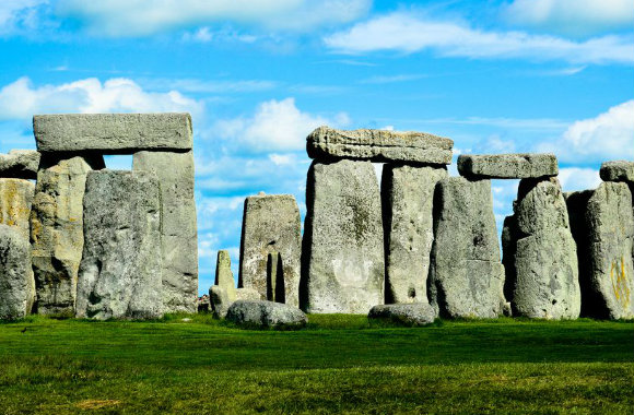 road-tripping-in-stonehenge-england-by-adam-groffman-of-travels-of-adam-bp